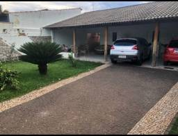 Casa de Alto Acabamento de 3 Quartos, Lote Amplo, Quintal - Goiânia 2