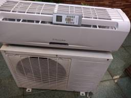 Vendo Ar Condicionado eletrolux 12000 btus, mto conservado e ja instalado
