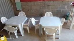 Conjunto de  cadeiras e mesas infantil