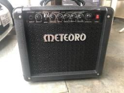 Amplificador de som meteoro, guitarra usada