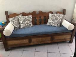 Sofá em madeira de demolição