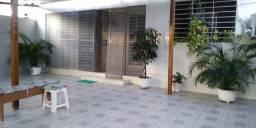 Casa em Campo Grande com 3 quartos , dep. completa