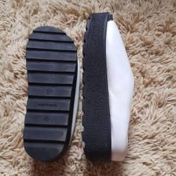 Sandália branco e preto