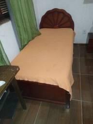 Cama de solteiro c/ colchão 200,00