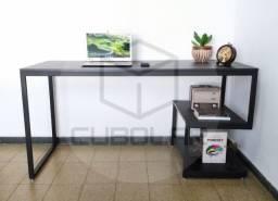 Mesa de Estudos Estilo Industrial