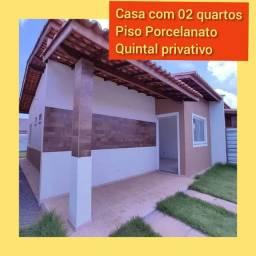 72* Casa com 02 quartos , com piso porcelanato e quintal privativo