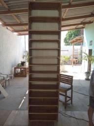 Móveis usados em madeira
