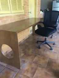 Escrivaninha com cadeira