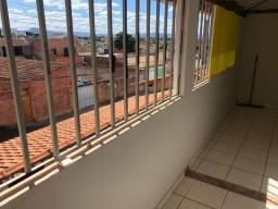 Alugo apartamento 1 quarto - R$ 400,00