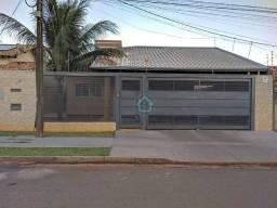 Espaçosa casa com piscina e 3 quartos na Vila Marli