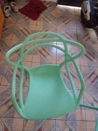 Cadeiras alegrar e 2 tá zera
