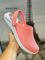 Sandália Crocs Na Cor Rosa (Disponível para entrega)