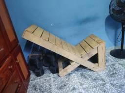 Desapego de cadeira de madeira