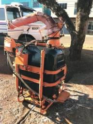 Pulverizador canhão 600 litros jacto