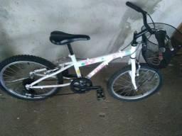 Bicicleta semi nova, aro 20 pra criança de 6 a 12 anos