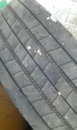 Vendo 2 pneus caminhão 3/4