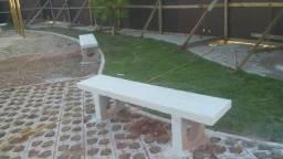 Bancos de concreto e mesas
