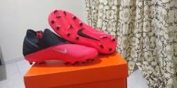 Chuteira Nike Phantom Vision 2 Club