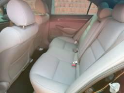 Honda Civic 1.8 EXS automático