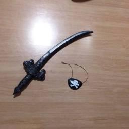 espada pirata e tapa olho de brinquedo