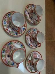 Xicaras antigas em porcelana