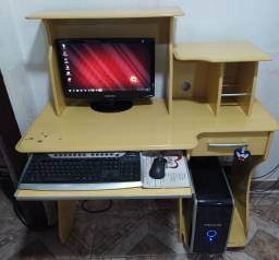 Computador com mesa