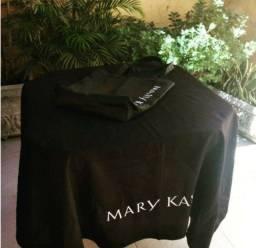 Toalha de mesa com o logo da Mary Kay
