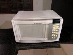 Micro ondas eletrolux 31litros, tem 3meses de garantia