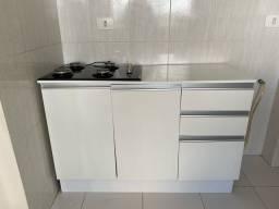 Armário com espaço para cooktop