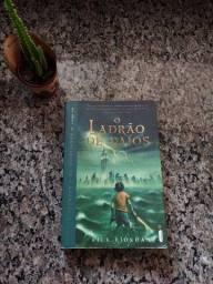 Percy Jackson e o ladrão de raios - livro usado