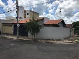 Vendo casa no Jd Ferraz, com 3D (1 suíte) linda