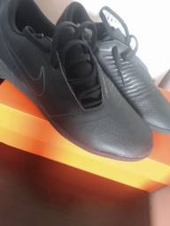 Chuteira Nike Phantom Venom club