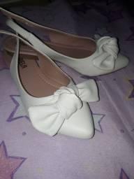 Par de sapatinho branco com laço