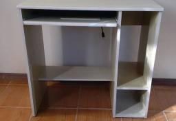 Mesa de computador e cadeira