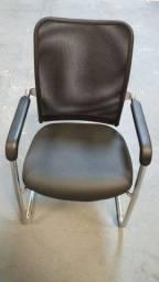 Cadeira fixa - assento em couro pés cromado