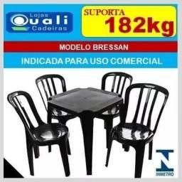 mesa com 4 cadeira Bressa
