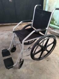 Cadeira de rodas e banho .