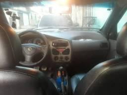 Eu estou vendendo um carro Fiat Siena
