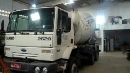02 Caminhões com Betoneira de 08 m³