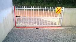 Portão de alumínio c/ fechadura e rodinha