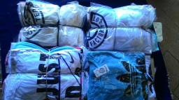 Vendo 125 peças de camisetas