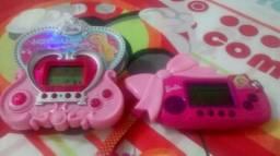 Lote de brinquedos para meninas contendo 2 mini games da barbie , um piu piu e uma hello