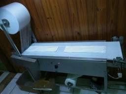 Máquina de fralda infantil e absorvente geriátrico