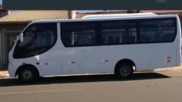 Vende ou troca micro-ônibus M. Bens ano 2003 em perfeitas condições, trabalhando