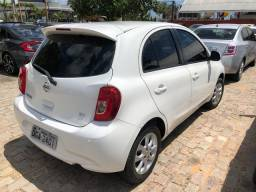 Vendo-se Nissan March