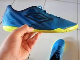 Tênis de futsal 42