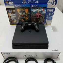 Vendo PS4 Slim 500GB, 2 Jogos (COLL OF DUTY BLACK OPS 4 e FARCRY 4).