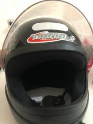 Vendo capacetes usados