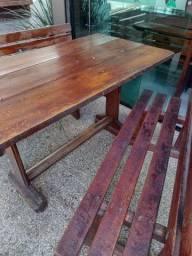 Mesa para churrasco com 2bancos