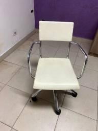 Cadeira escritório quadrada branca de rodinha